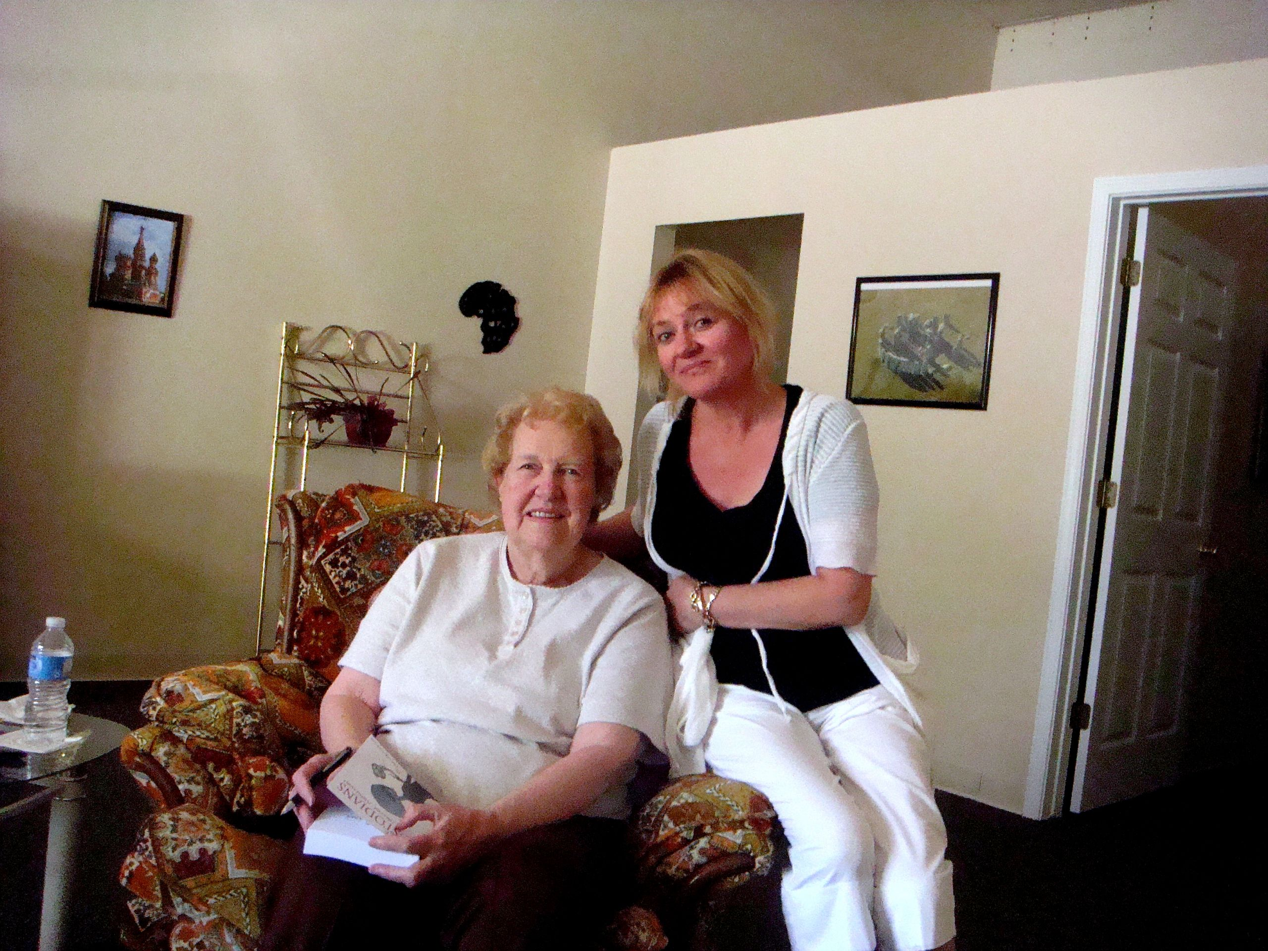 Dolores Cannon and Agnes post Certification For QHHT Practitioner Level 1 & Level 2 in 2011
